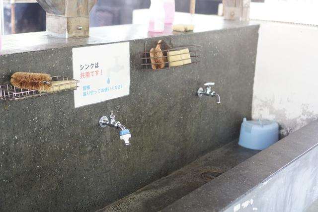 画像: お湯は出ませんが、スポンジや洗剤も完備:著者撮影