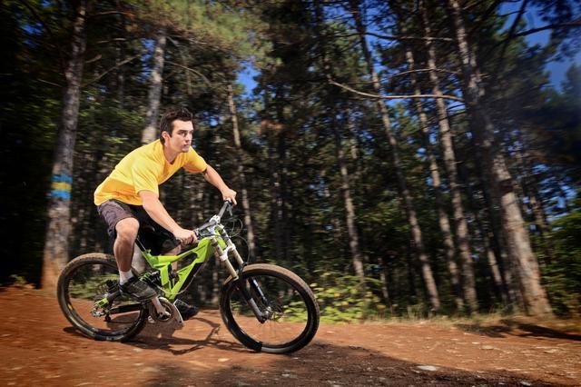 画像: トレイルライドとは、自転車で山道を走るアクティビティ! まずは初心者向けツアーに参加してみよう