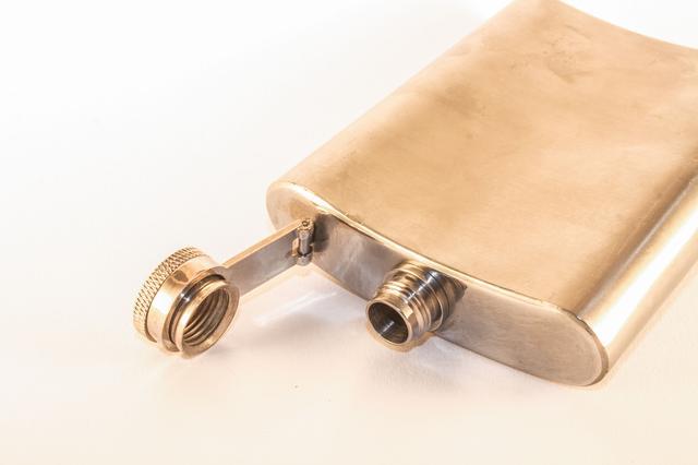 画像: チタン製スキットルのお手入れ方法