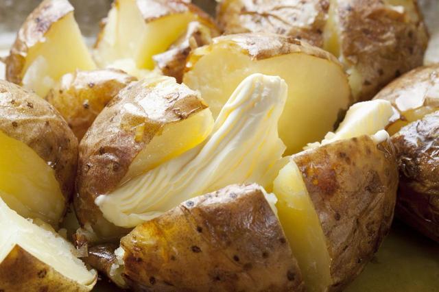 画像: 単なるジャガイモと侮るなかれ。リッチな味わい「ベイクドポテト」