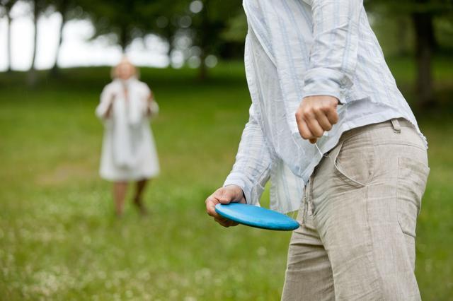 画像: キャンプをもっと楽しむためにおもちゃやゲームを持っていこう! 一緒に遊べば、絆が深まるかも?!