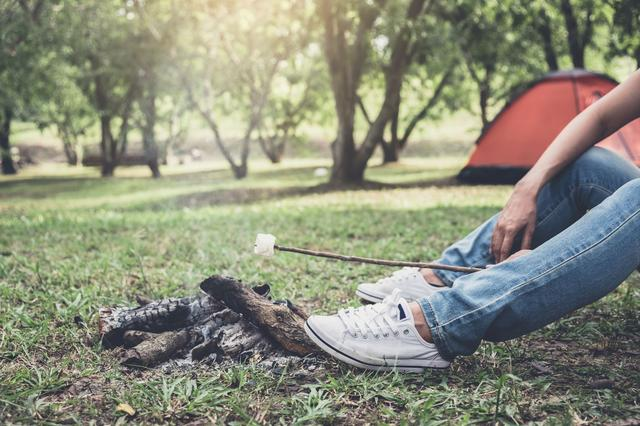 画像: 設営簡単で軽量なものがおすすめ! シートタイプの焚き火台を活用して、ソロキャンプを楽しもう!