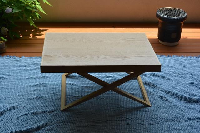 画像1: ベランピングの際のテーブルコーディネート方法 マルチクロスを机に敷くのが、雰囲気作りにおすすめ