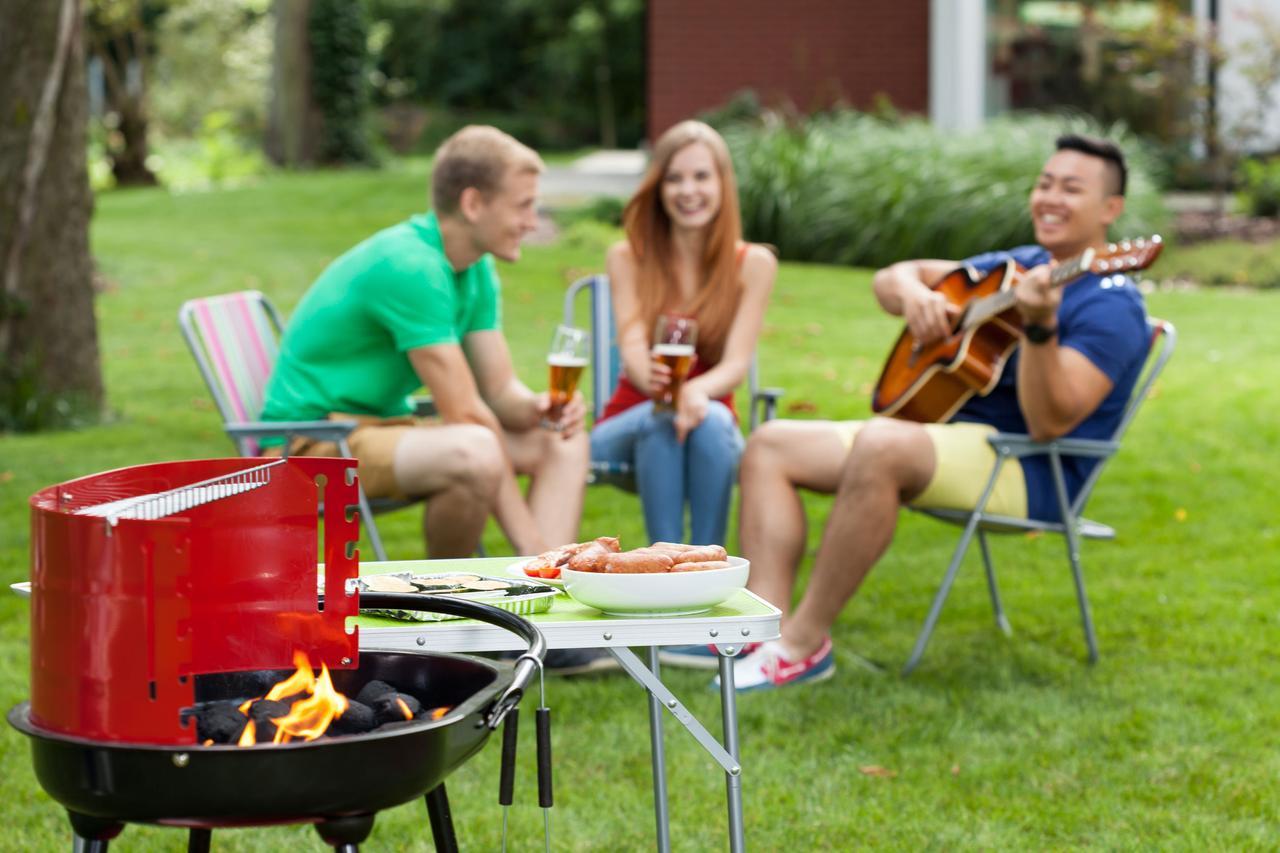 画像: 家キャンプだから招待も手軽!友人家族も呼んでみんなで楽しもう