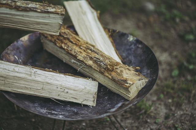 画像: 焚き火に不向きな薪を使ってない?