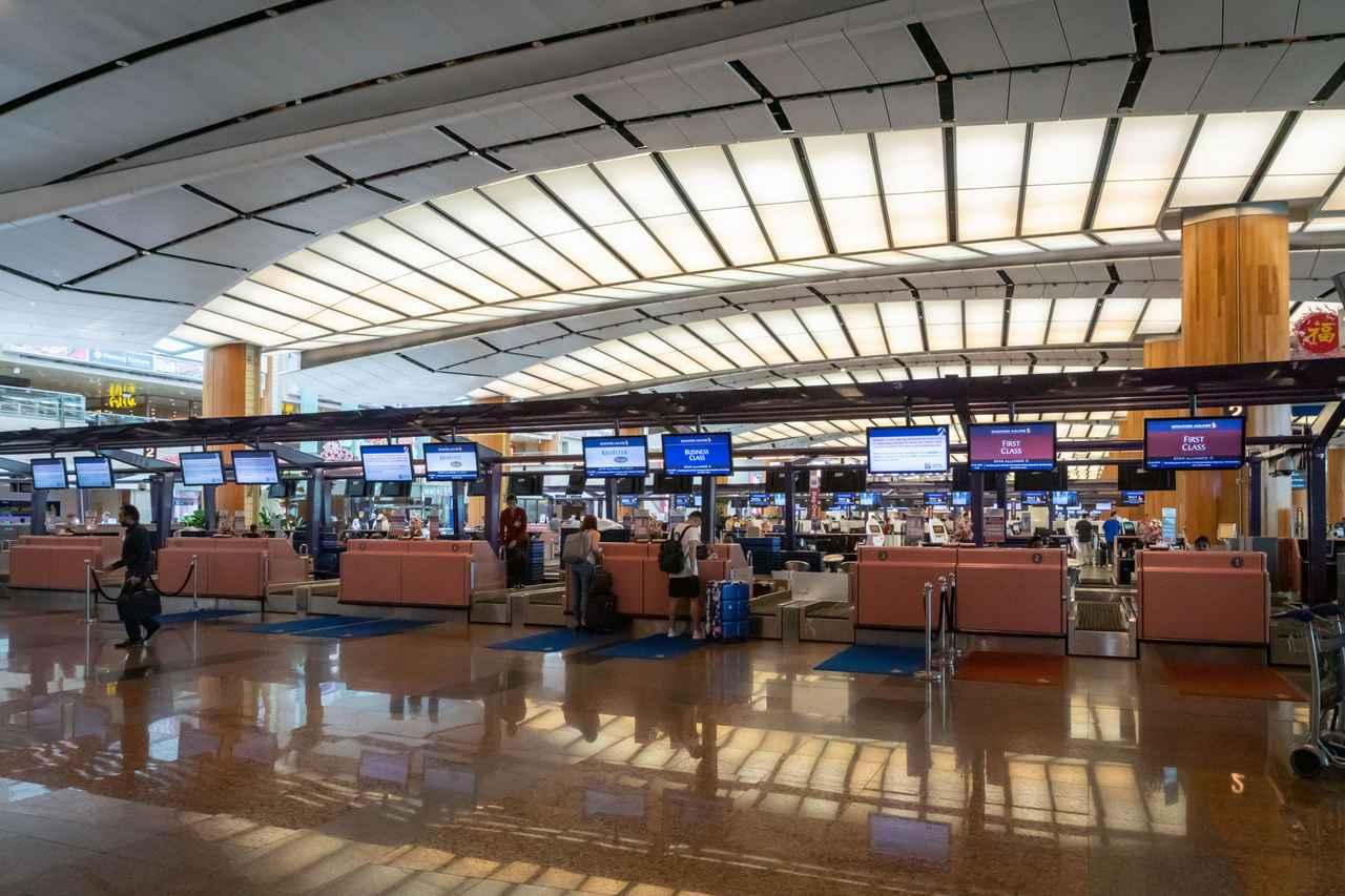 画像2: https://jp.123rf.com/ ※チャンギ国際空港