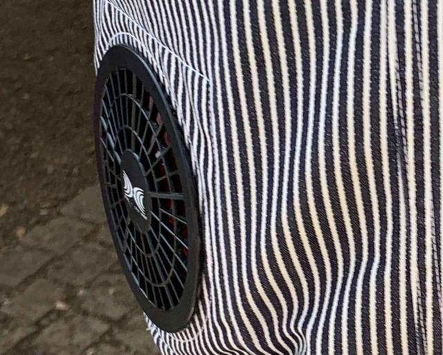 画像: 筆者撮影 ※服にしっかりと固定されている電動ファン