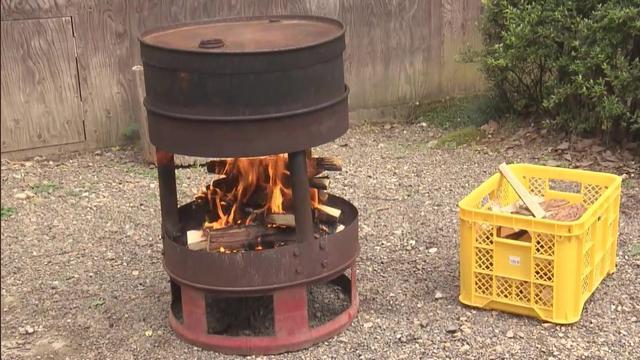 画像: アウトドア・ベース 犬山キャンプ場 ドラム缶「ピザヤケール」でピザ焼き体験 デルサタ2019年7月20日放送動画より