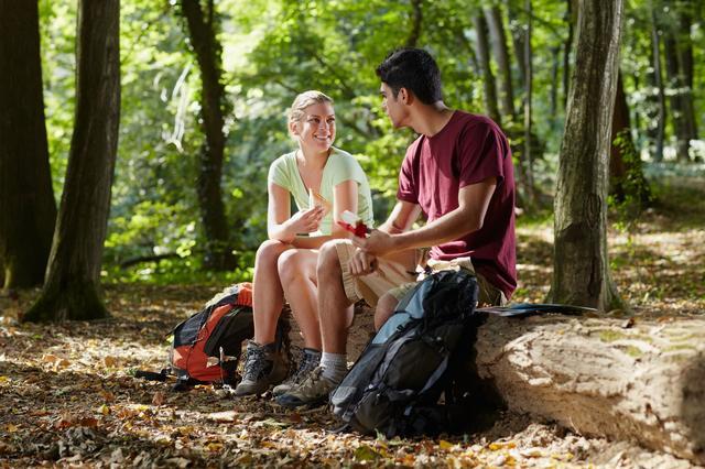 画像: 登山中のエネルギー補給は超重要! 携行食(行動食)は食べやすさ、持ち運びやすさを考慮しよう