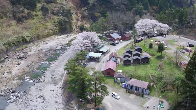 画像: 青根キャンプ場を空撮でご紹介いたします。 www.youtube.com