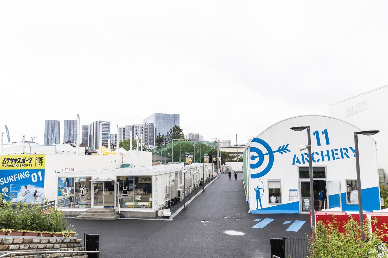 画像: Photographer 吉田 達史 ※スポル品川大井町(写真左からcitywave Tokyo、総合受付、アーチェリー)