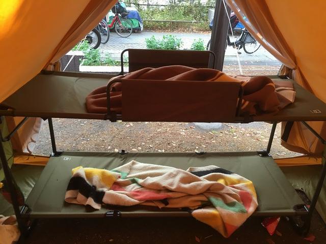 画像: 筆者撮影:現在は販売終了のクオルツ2段ベッドを、PEPOに入れた図
