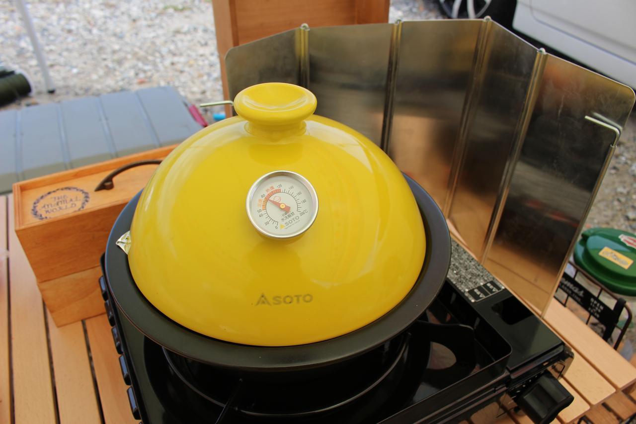 画像: 筆者撮影 知人から借りた風防は風が強いところだと自立させるのが難しかった hamada-ayano.com