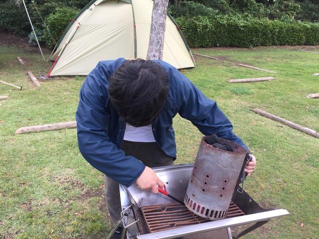 画像: 筆者撮影 ※底部分にある着火材に火をつけます