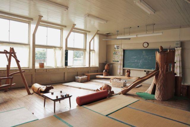 画像: 編集部撮影・子どもが遊べる木材の遊具も!