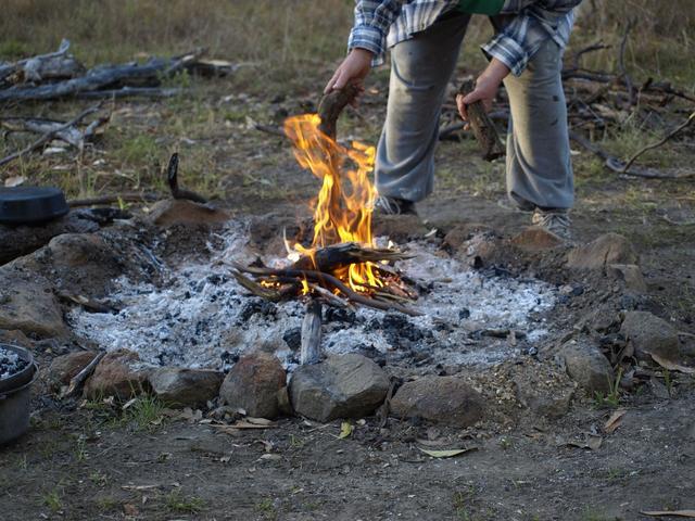 画像: キャンプの汚れは、不溶性(固形)汚れ・油性汚れ・水溶性汚れの3つ! いきなりの洗濯は染みに!?