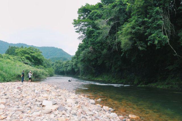 画像: 編集部撮影・地元の子どもも夏になるとココで川遊びをするそうです