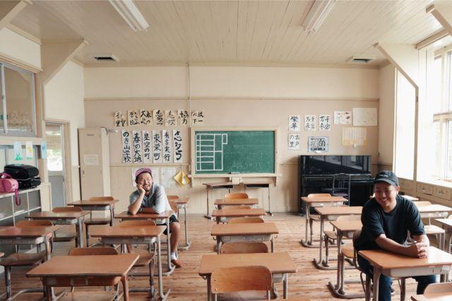 画像: 編集部撮影・なつかしさにテンションが上がるハピキャンメンバー。イベント当日も教室は開放されてます!