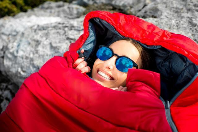 画像: 寝袋(シュラフ)はキャンプの必需品! 軽くて収納性のある物を選ぼう