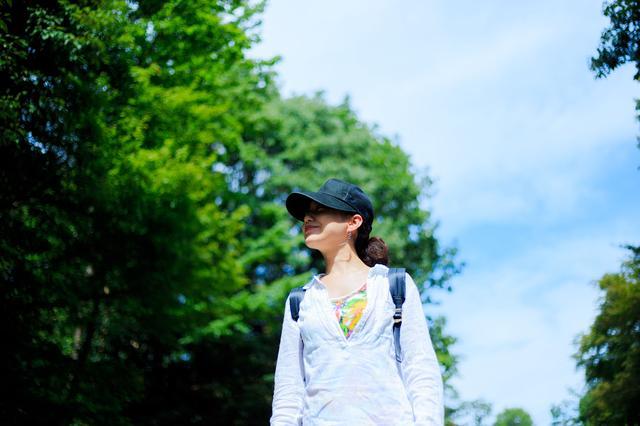 画像: 春キャンプファッションは日焼け対策や虫対策も視野に入れて