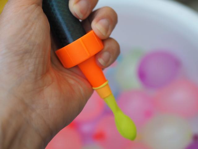画像: 注水アダプターを使用 画像:筆者撮影