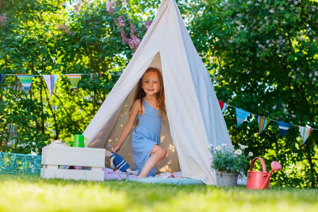 画像: 「ティピー型」テントは三角すいのフォルムが特徴的なワンポールテント