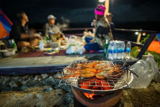 画像: 【海鮮バーベキューの注意点】常温の海鮮食材は傷みやすい 魚介はしっかり加熱して、みんなで味わおう