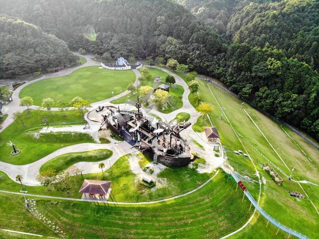 画像: 目玉は、園内の中央にある「天拝の船」