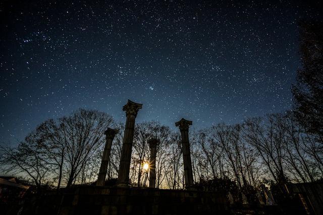 画像: 神話の世界を堪能できる秋の星座。アンドロメダ座、ペルセウス座、カシオペア座の物語。 - ハピキャン(HAPPY CAMPER)