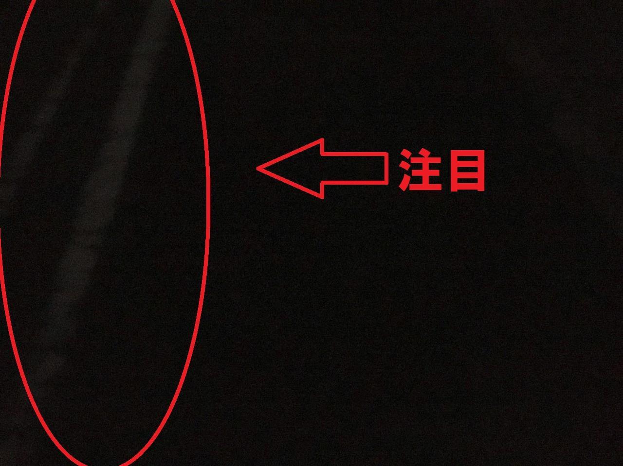 画像: 筆者撮影 「20:00頃 自宅駐車スペースの写真」※光源無しの状態(白線に注目)