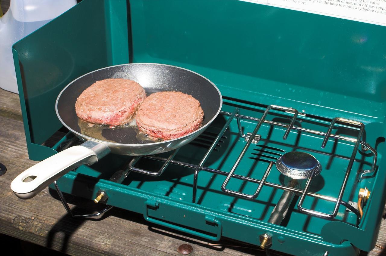 画像: キャンプでも自宅のキッチンのように使えるツーバーナー 火起こし・片付けが簡単で初心者におすすめ!