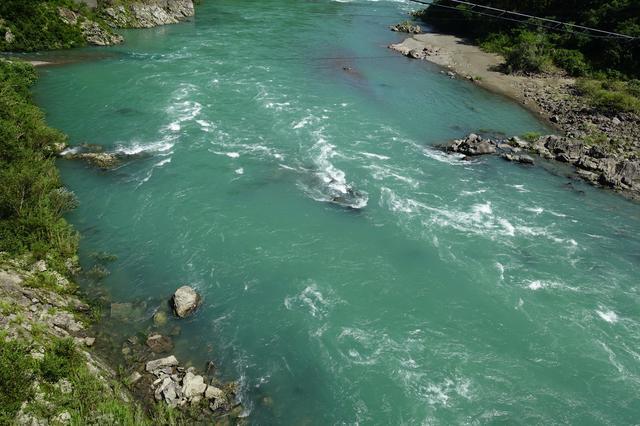 画像: 筆者撮影・さすが清流四万十川です。台風直後でもこの青さ!
