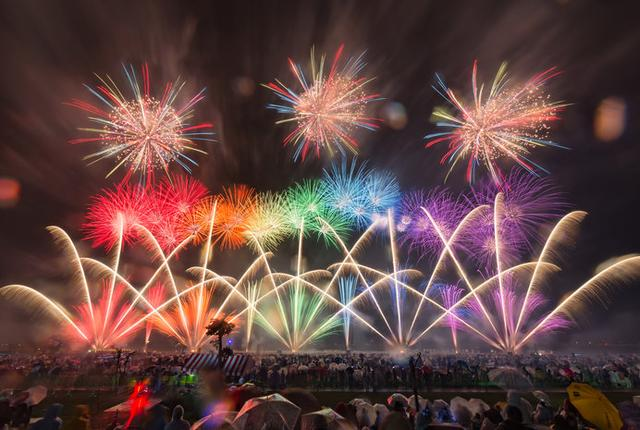 画像: 北は秋田から南は鹿児島までの有名花火師たちの競演!