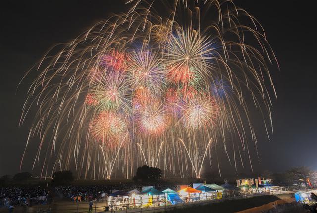 画像: 約2万発の大輪が秋の夜空を焦がします!