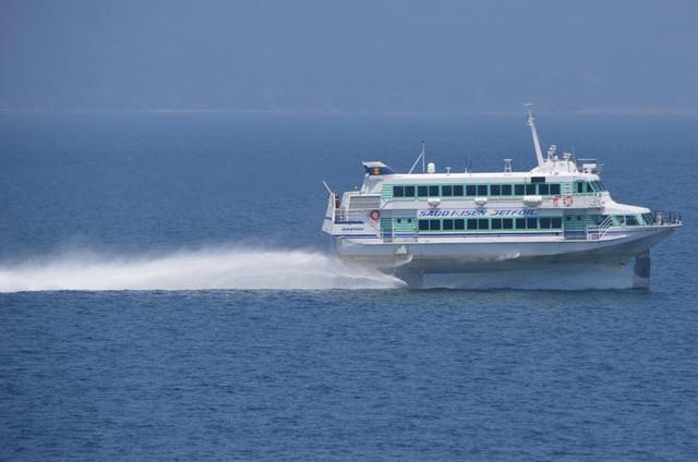 画像: 新潟港からジェットフォイルに乗れば65分で佐渡島両津港に到着!