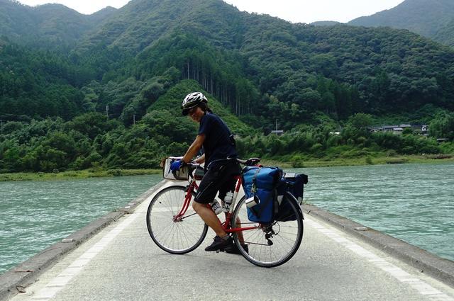画像: 筆者撮影・沈下橋は四万十川だけでなく、四国全域の河川に見られます。