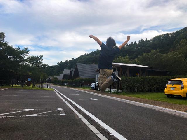 画像: マッキーによる、精一杯の跳躍