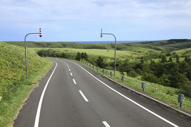 画像: 宗谷丘陵の道のひとつ