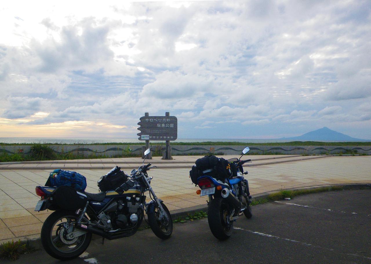 画像: 筆者撮影 利尻富士を望む「サロベツ原野駐車公園」