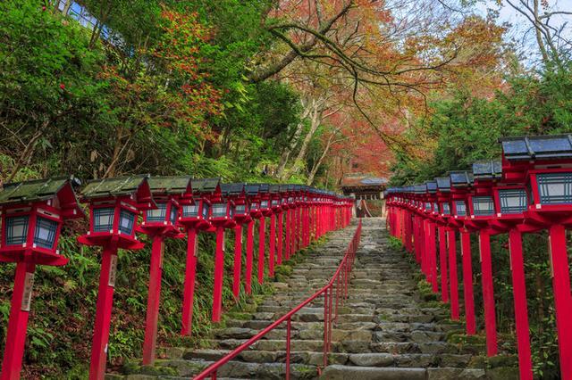 画像: 連なる灯篭が美しい「貴船神社」