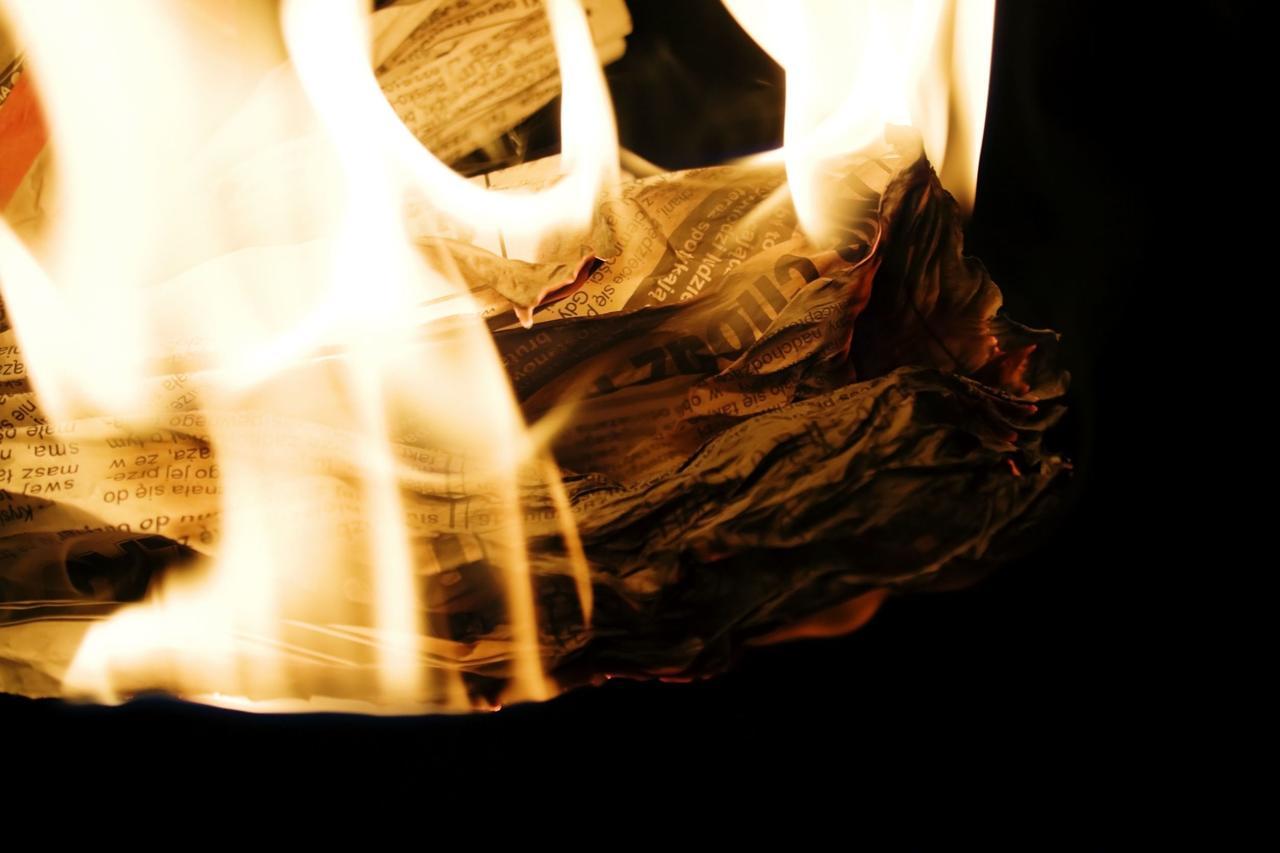 画像: 着火剤の代わりに新聞紙を使えばエコ&コスパが良い