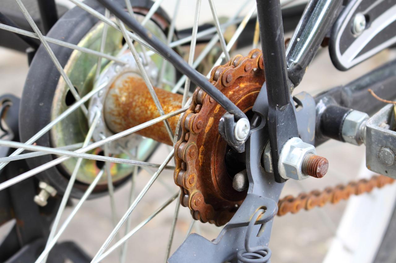 画像: 自転車のチェーンやギアのメンテナンスは重要! しっかりサビ取りをして滑らかな走行をしよう!