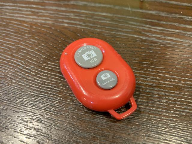 画像: ダイソー300円商品『Bluetooth リモコンシャッター』(画像:筆者撮影)