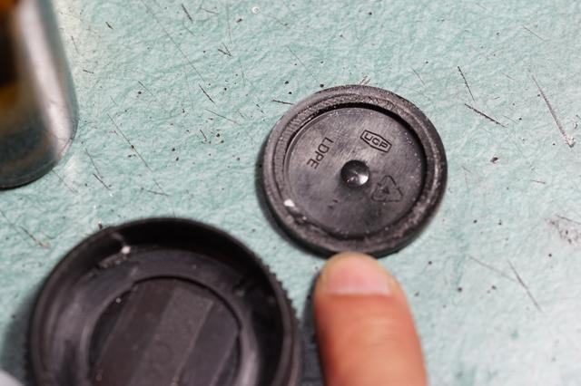 画像: 筆者撮影・たまたまあったフィルムケースの蓋がスペーサーとしてジャストフィットでした。