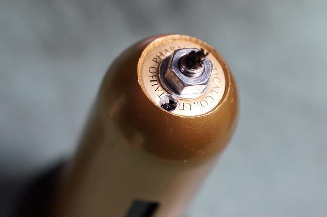画像: 筆者撮影・これでケースと瓶の上の面が合いました。