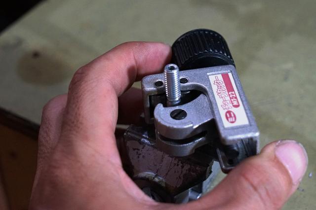 画像: 筆者撮影・チューブカッターがあれば、ノコギリよりも簡単で仕上がりも綺麗です。