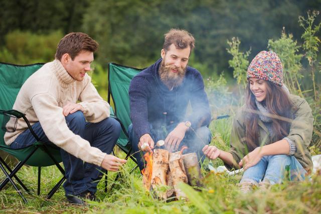 画像: キャンプやアウトドアの焚き火にローチェアを合わせればさらにリラックス! 日頃の疲れを癒そう