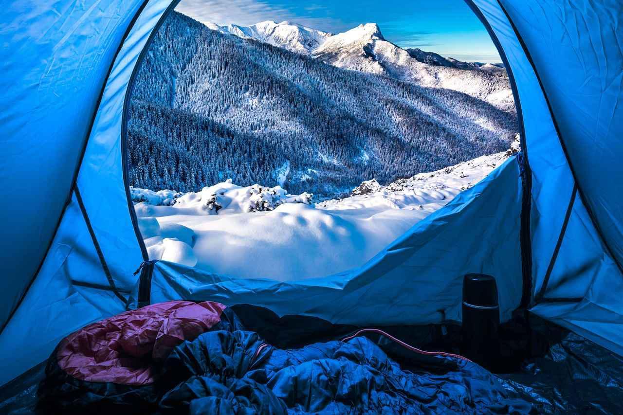 画像: 【冬キャンプ必須】寝袋(シュラフ)・マットレス・ホットカーペットで快適な睡眠を - ハピキャン(HAPPY CAMPER)