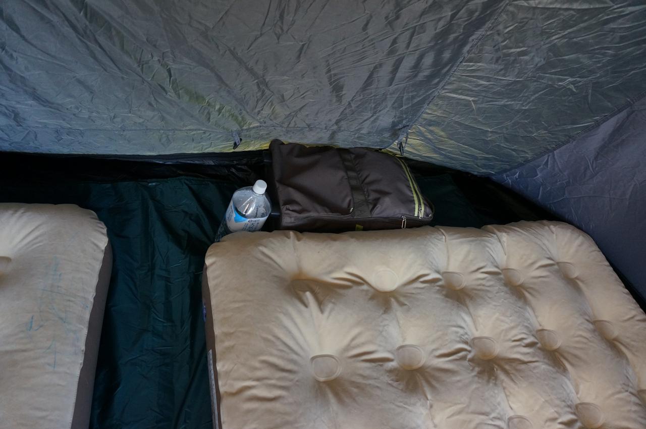 画像: 筆者撮影「枕元にも荷物が置けるスペースの余裕があります」
