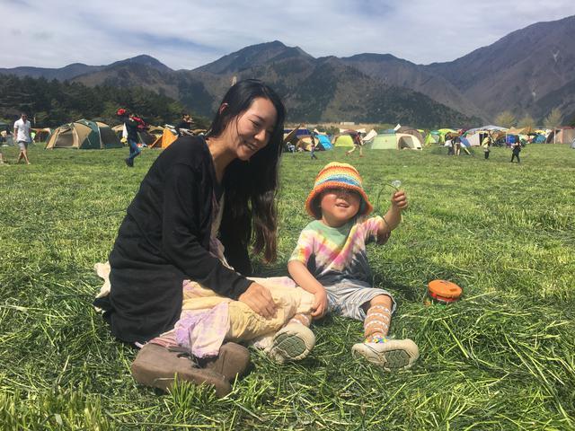 画像: 筆者撮影 牧草地でのキャンプの様子